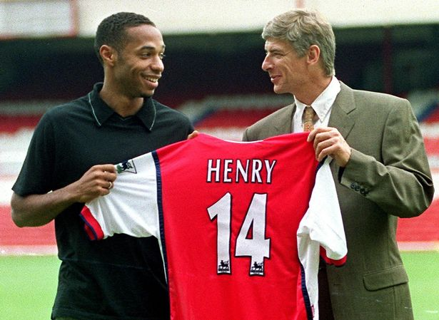 Striker-Thierry-Henry-L-holds-up-his-shirt-with