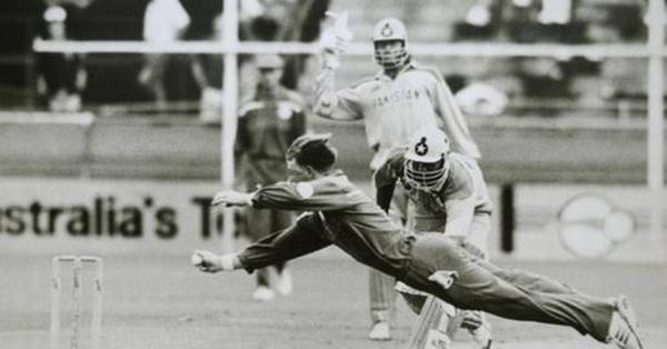 ১৯৯২ : উড়ে যায় জন্টি-পক্ষী