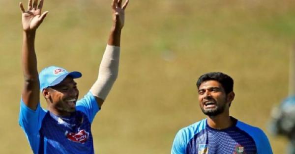 মোস্তাফিজ এখনই টেস্টে নয়, মাহমুদউল্লাহকে অবসর নিতে বলেননি কোচ