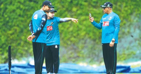 বাংলাদেশী ক্রিকেটারদের মাঝে ভেদাভেদ করেননি হাথুরুসিংহে